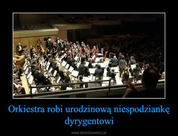 Orkiestra robi urodzinową niespodziankę dyrygentowi –